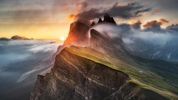 Туманное утро в итальянских Доломитах