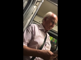 Дед-меломан в Питерском метро