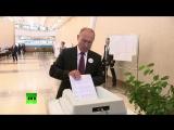 Объяснен конфуз Путина с бюллетенем