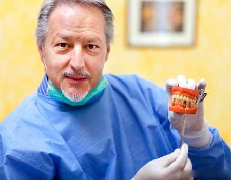 Ношение неподходящих зубных протезов может увеличить воздухозаборник и вызвать метеоризм.