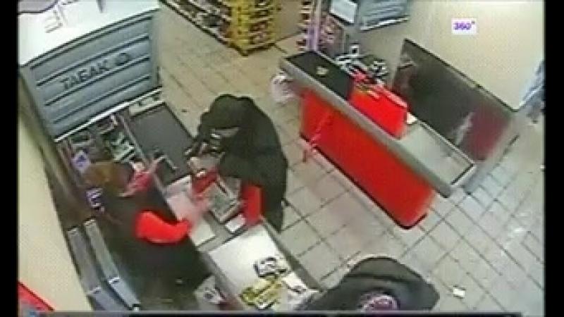 Облом Man tries to rob store at gunpoint, nobody cares.