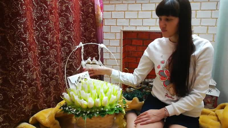 Букет из конфет с белоснежными розами