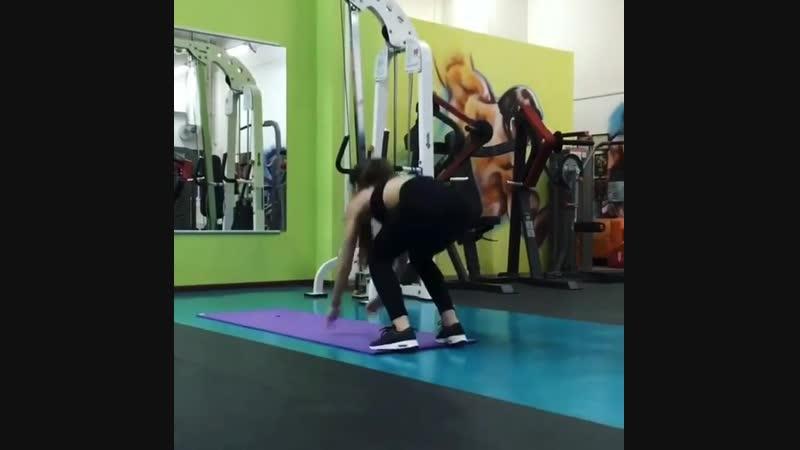 Reposting @ mitrofanova21 @ juice_fclub  Когда-нибудь я начну снимать силовые тренировки своих девочек,но пока ловите функциона