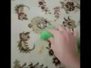 Губка Инволвер отмывает пятна с ковра без химии