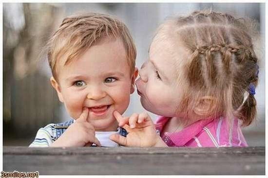 Разговор в детском саду. Он: У тя есть парень? Она: Нет. Он: Почему? Она: Я ещё маленькая. А у тя есть девушка? Он: Нет. Она: Почему ? Он: Ты ещё маленькая...))