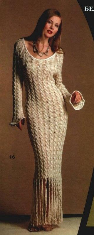 Длинное вязаное платье косами