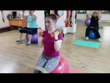 Интервальная тренировка с фитболами и резиновыми петлями