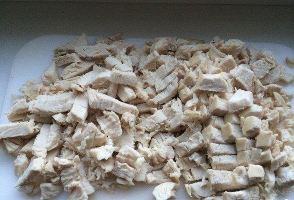 Куриные маффины с сыром. Ингредиенты: Куриные грудки — 2