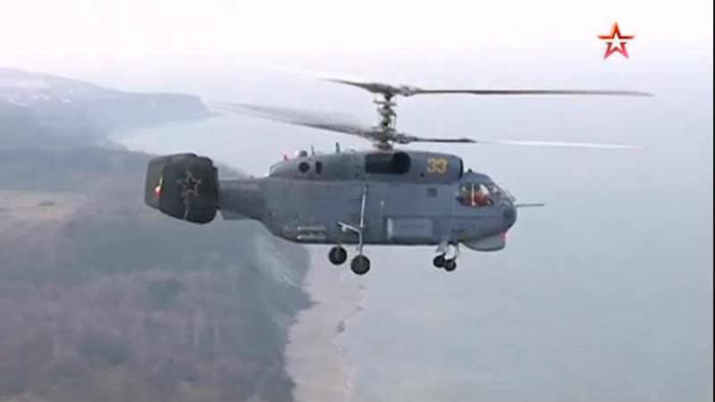 Минобороны показало кадры сложнейшей посадки вертолета Ка 27 на палубу корабля