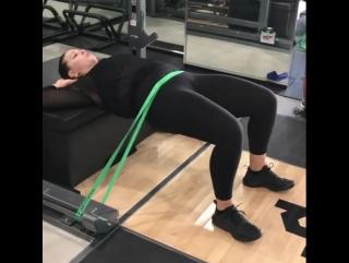 Эшли Грэм занимается спортом