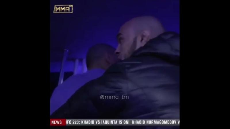 Конор вызывает Хабиба выйти с ним
