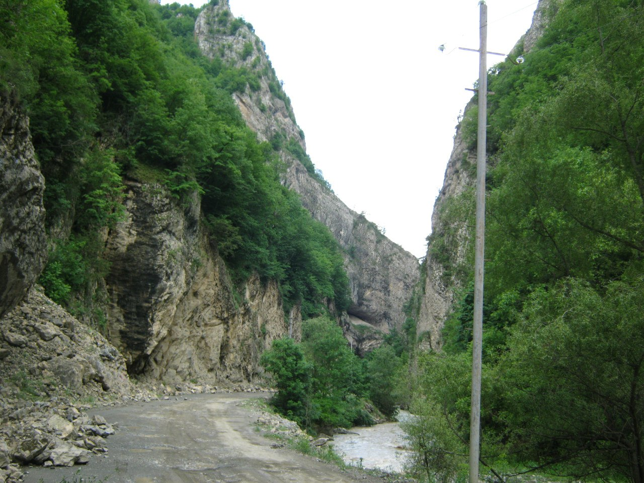 каньон по пути из Зуар в Карватжар
