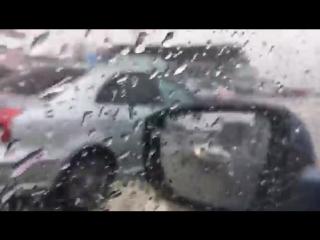 Парковку Екатеринбург-Экспо затопило дождем