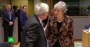 Два унижения за неделю: Юнкеру пришлось успокаивать Мэй на саммите ЕС