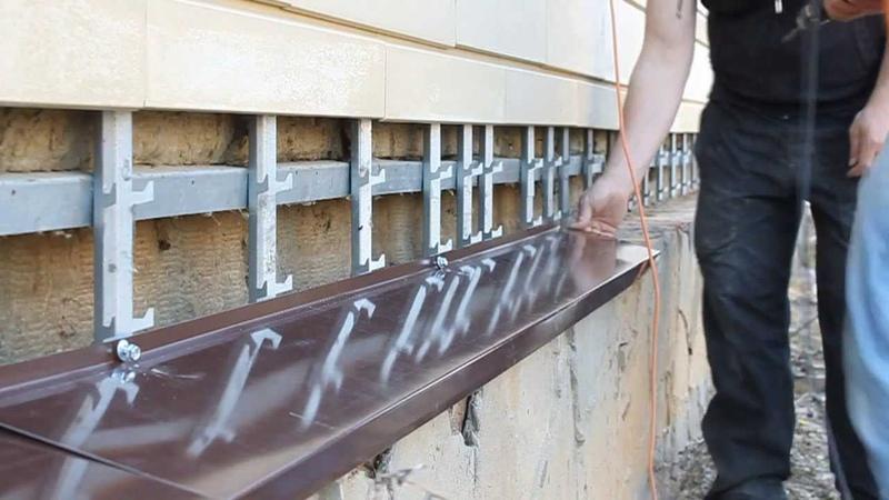 Установка отливов на дом в вентилируемым фасадом. Renovation Group