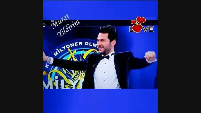Мурат Йилдирим поет народную турецкую песню о страстной любви