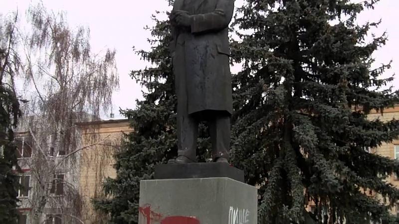 Сміла повалення пам ятника Леніна 22 02 2014р