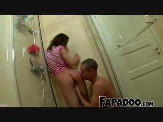 Брат мылся в душе и сестра решила устроить ему сюрприз - incest , brother and sister , in shower , surprise , сюрпирз , подгля