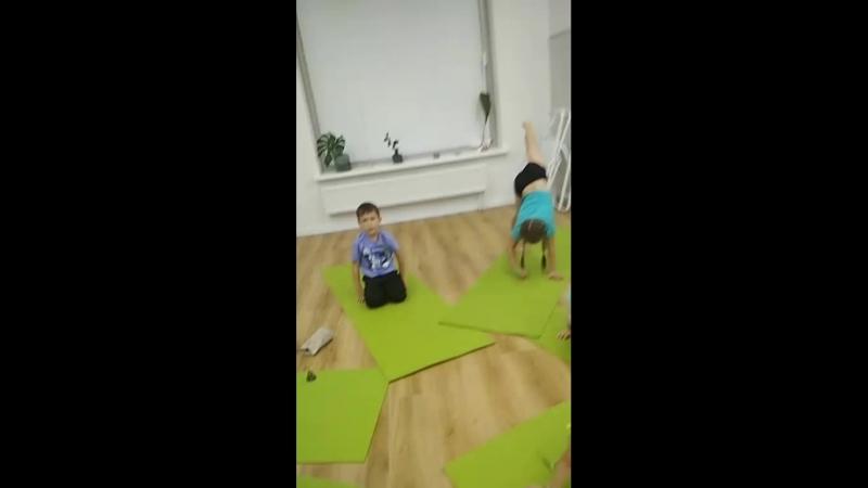 Детские занятия, с 3-7 лет йога-игра с Олей Абитова в студии Йога-мудра. детскаяйогаекб йогамудра йогаигра