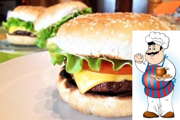 Классический чизбургер <strong>Ингредиенты:</strong> — Говяжий фарш, 400 гр. — Помидор, 1 шт. — Лук репчатый, 1 шт. — Листья салата, 1 пучок. — Плавленный сыр, 3 ломтика. — Соусы по вкусу. — Соль, по вкусу. -«/></div> <p><strong>Ингредиенты:</strong> </p><div> <div id=