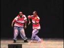 Два парня танцуют Хип-Хоп . Очень хорошо танцуют