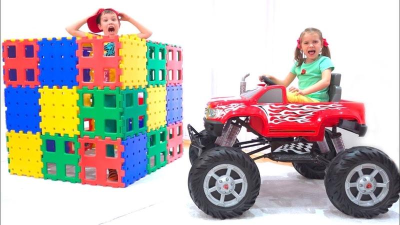 Макс и Катя играют с Монстер Трак машинкой