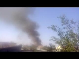 В р.п. Чердаклы на улице врача Попова горит жилой дом...слышны были взрывы....