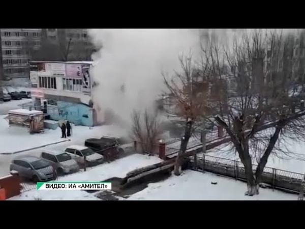 Из-за коммунальной аварии в Бийске пострадали машины (Будни, 20.11.18г., Бийское телевидение)