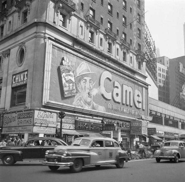 Рекламный щит Camel выдувавший 1,5 метровое кольцо дыма каждые 5 секунд. Отель Clardige, США, Нью-Йорк, 1941-1966 года.