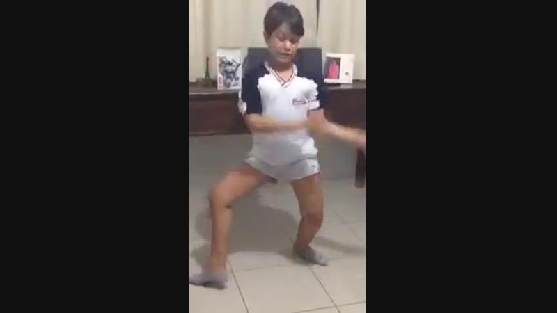 Matheus dançando Ta Tum Tum MC Kevinho Simone e S 360P mp4