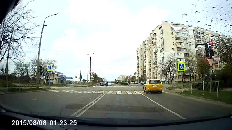 Такси Желто - Максимовское бананы ездят как хотят. И красный светофор им не помеха. Будьте аккуратны.