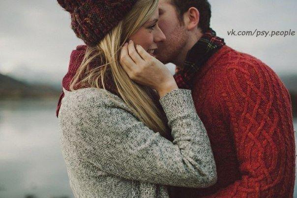 """Чтобы сделать правильный выбор, всего лишь необходимо понять, что достойный не тот, кто дарит вам 101 розу, как символ """"любви 21 века"""", не тот, чье """"онлайн"""" вы ждете в соцсетях, не тот, кто запрещает вам """"дышать"""", не тот, кто покрывает ваши уши толстым слоем итальянской лапши, и даже не тот, кто клянется вам в вечной любви. Достойный — тот, кто ценит вас, кто уважает, кто делает больше, чем говорит, которого волнует где вы, как вы, поели ли и оделись ли тепло,…"""