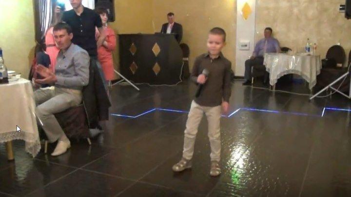 Мальчик на свадьбе спел Невеста Молодец!