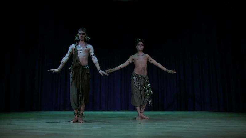 Мужской танец трибал живота. Танцует Иллан Ривьер и Ней Мэд HD.mp4