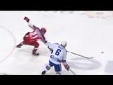 Григоренко перехватывает передачу и убегает за голом