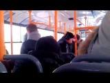 Русский эминем читает рэп в автобусе, не обращая ни на кого внимания [Рэп-Столица]