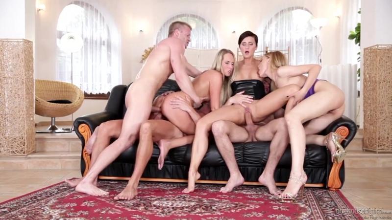 Gabrielle Gucci and Jenny Simons Gina свингереры Зрелая и молодые сучки порно минет анал
