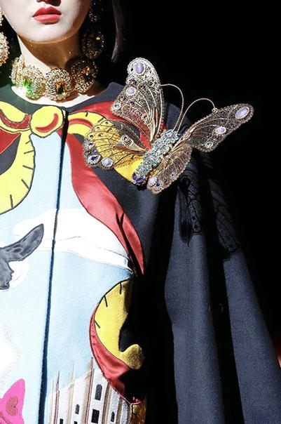 Парча, цветы и пайетки в новой коллекции Dolce & Gabbana
