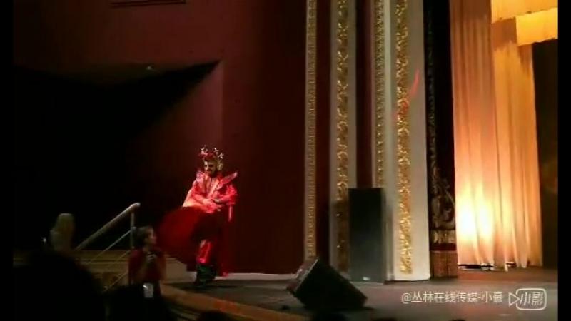 Mo Xao from Chongqing . performance chance face ( bian Lian ) представление смена лиц . Сычуаньская Опера , Sichuan Opera .