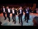 Необычный танец жениха и его друзей на свадьбе