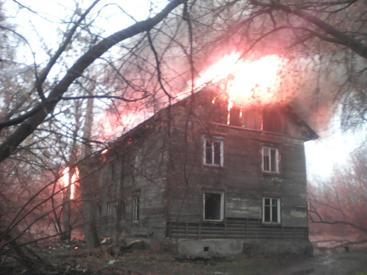 Горит расселенный дом на Летной (Суворовский, Ярославль)