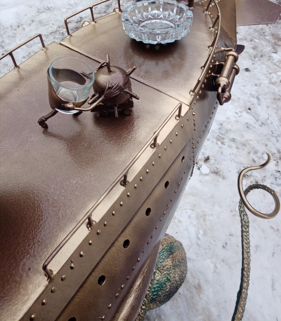 """Вот, что значит """"золотые руки""""! Мужчина из металлолома сделал мангал-корабль"""