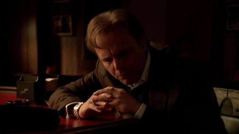 (Клан Сопрано S04E09_01) Ральф звонит Нуччи Галтиери и говорит, что её сын сосёт хер