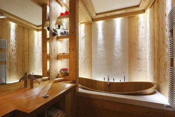 Интерьер ванной из дерева.