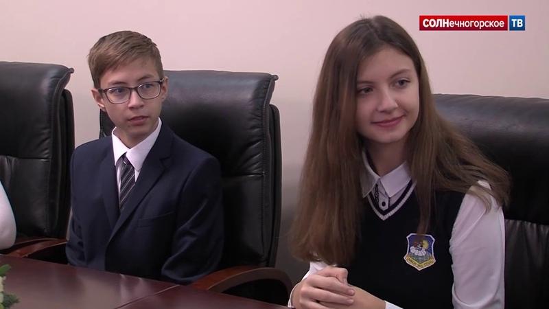 14-летние подростки из Солнечногорска получили паспорта в День конституции