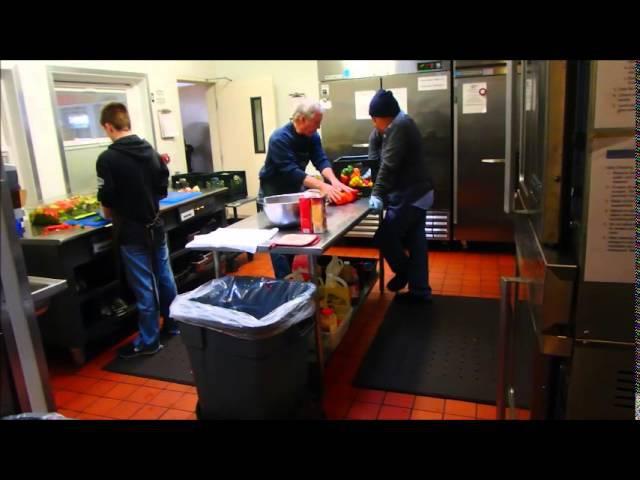 США.Чем кормят бездомных и безработных в Америке. Ужасы нашей деревни