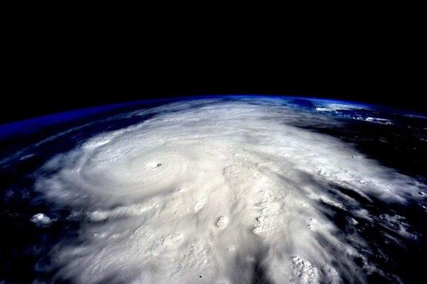 """Ураган """"Патриция"""" приближается к Мексике."""
