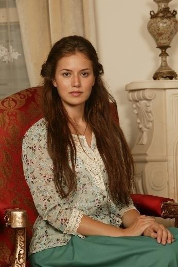 Актриса фахрие эвджен без макияжа фото до и после