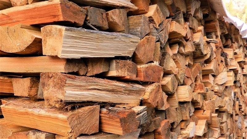 Осень в деревне продолжается, убрали дрова.