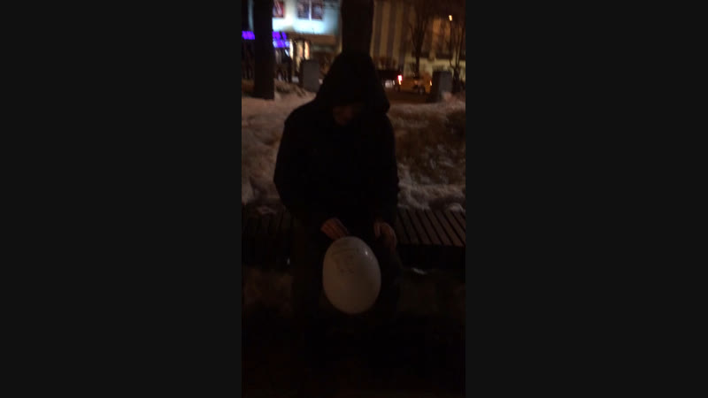 Ласточкин лопает шарик